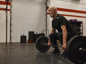 Γιατί πρέπει να κάνεις προπόνηση δύναμης μετά τα 50