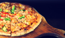 Tuna and Corn Pizza/ Pizza ngô non cá ngừ