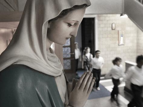כיצד נפתחו בתי הספר הקתוליים בבוסטון ללימודים בכיתות בעיצומה של מגפת הקורונה