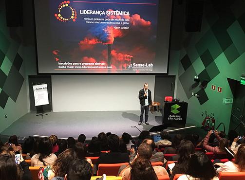 """Sense-Lab estreia a série """"O Impacto dos Negócios"""" no Google Campus"""