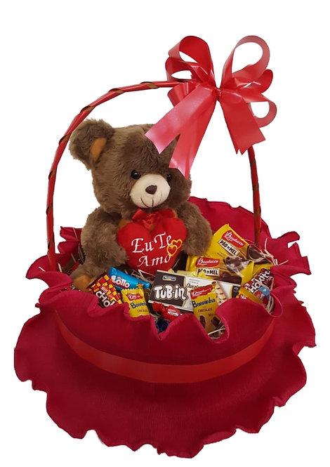Cesta com Urso Grande de Pelúcia e chocolates diversos
