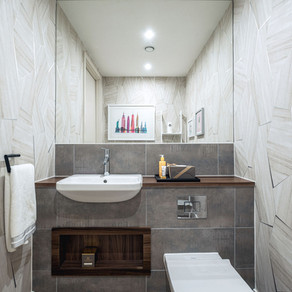 DESIGN CHALLENGE: A LARGE BATHROOM