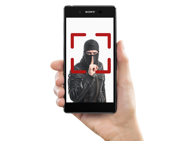 sony-xperia-z5-held-by-a-white-woman-moc