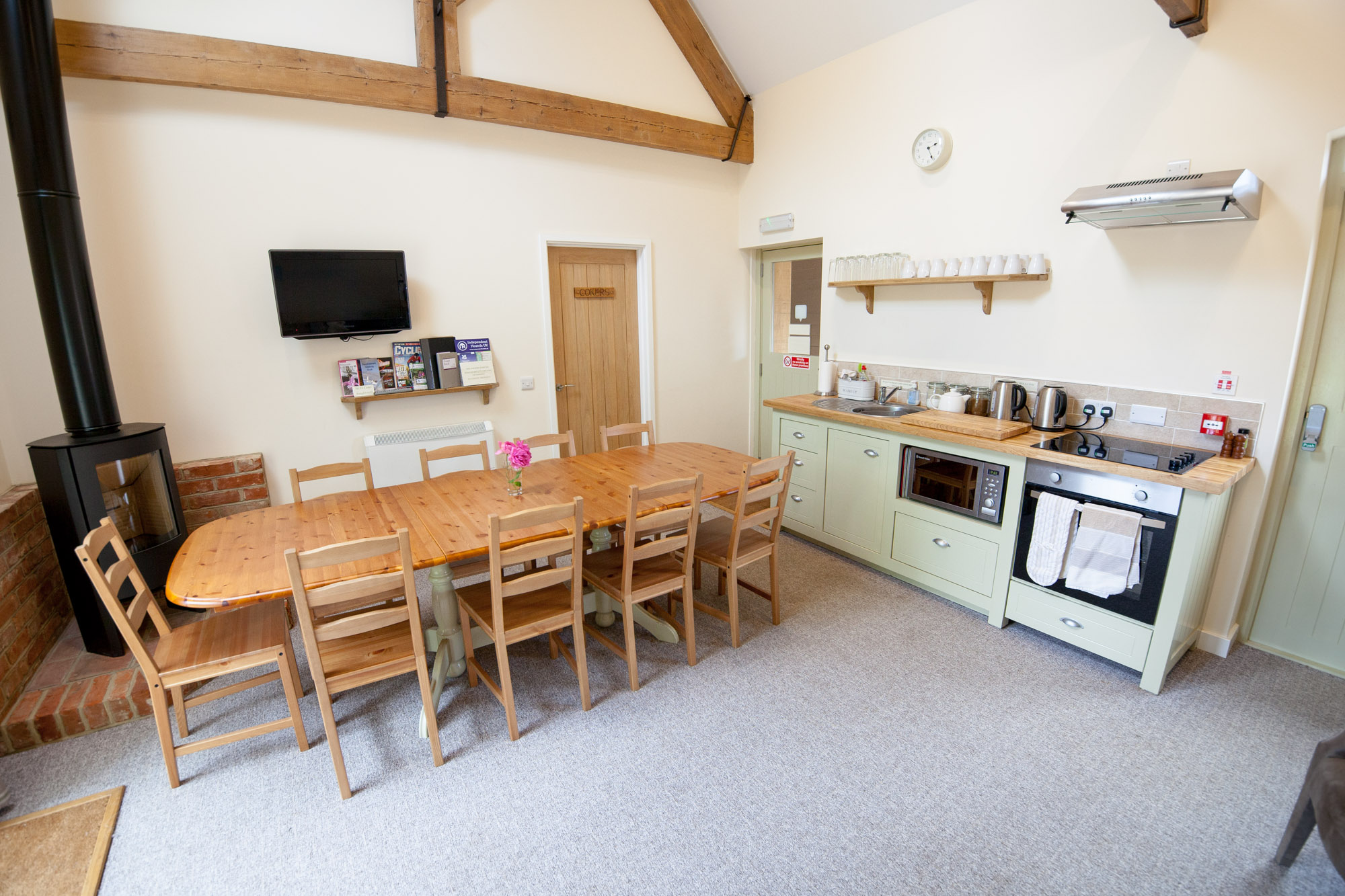 Kitchen & Communal Area