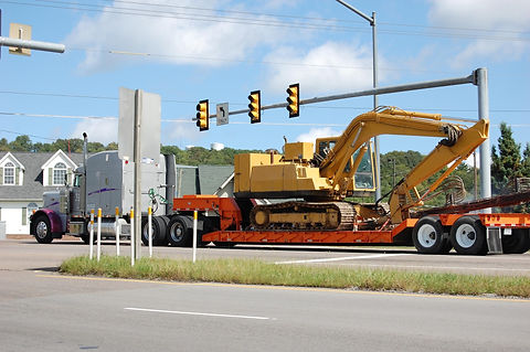 trucking-2485293_1920.jpg