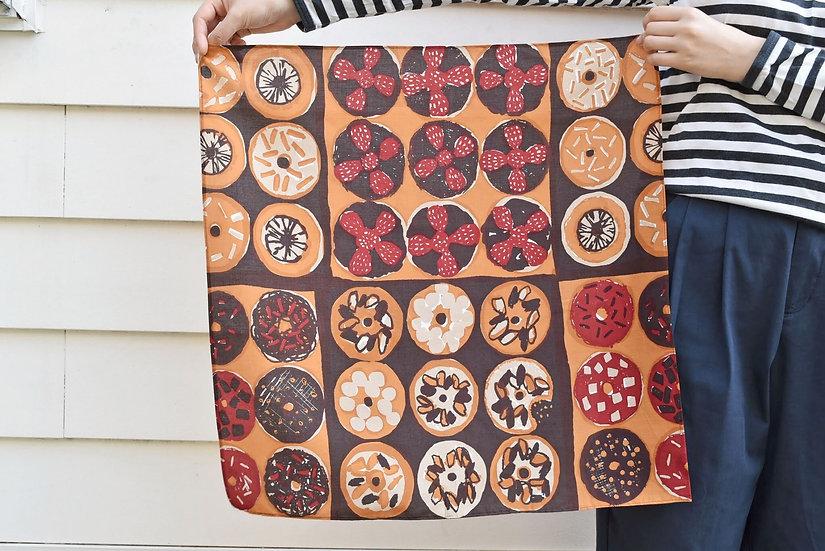 """Hugsy Doughnuts"" scarf (綿リヨセル)"