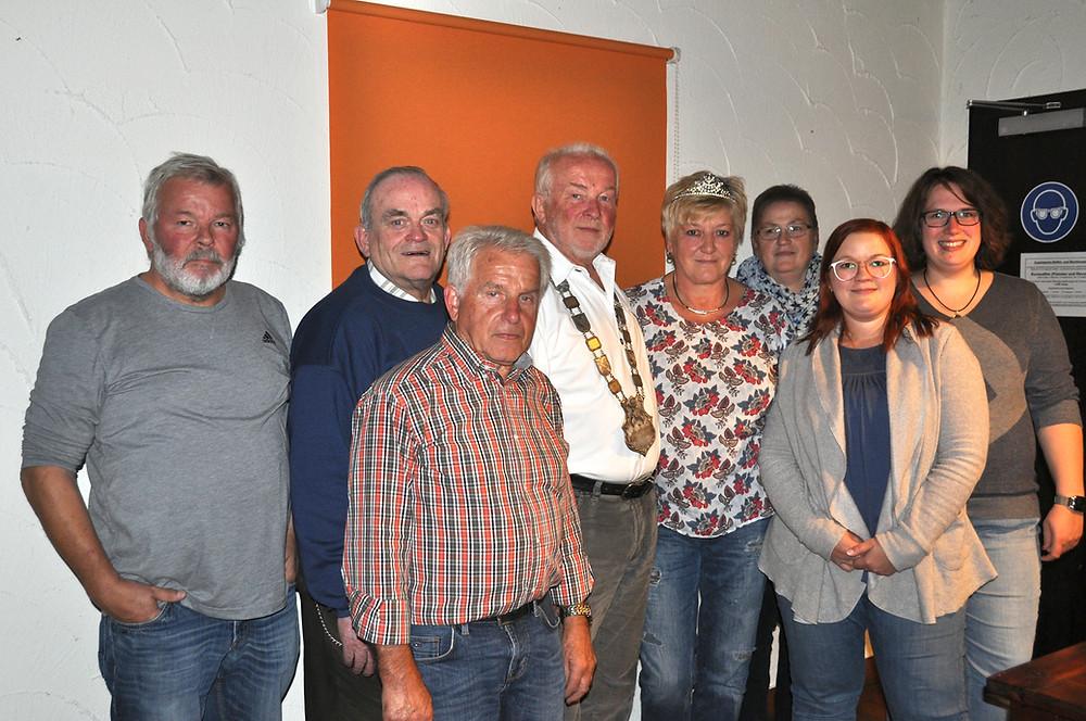 Bild,  v.l.n.r.:  Gerhard Becker, Herbert Kleinemeier, Harry Werle, Hans-Werner Haupt, Dorothea Haupt, Anette Becker, Katharina Daub und Marion Haupt.