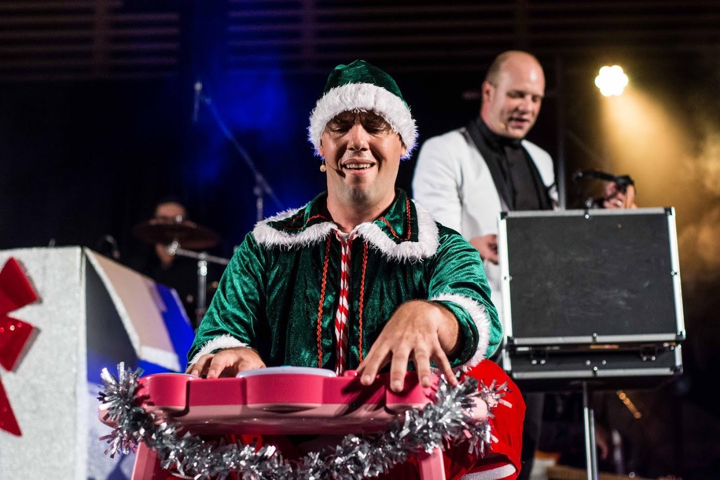 Nicklebys musical elfie