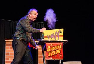 new zealand magician elgregoe stage show