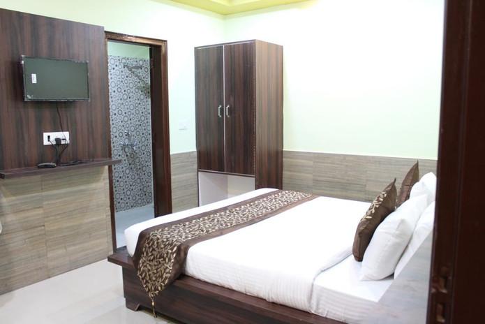 dwarkadheesh-room3.jpg