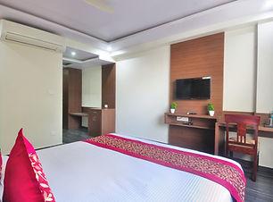 Deluxe_Room_Mount_Blue.jpg
