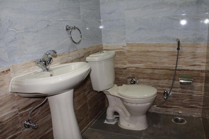 dwarkadheesh-washroom.jpg