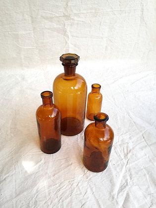 Grande bouteille en verre ambré