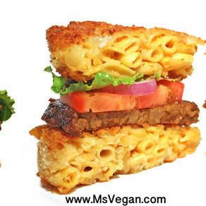 Cheesy Mac Bun Burger