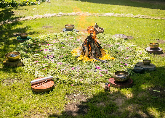 Solstice ritual with tibetan bowls aroun