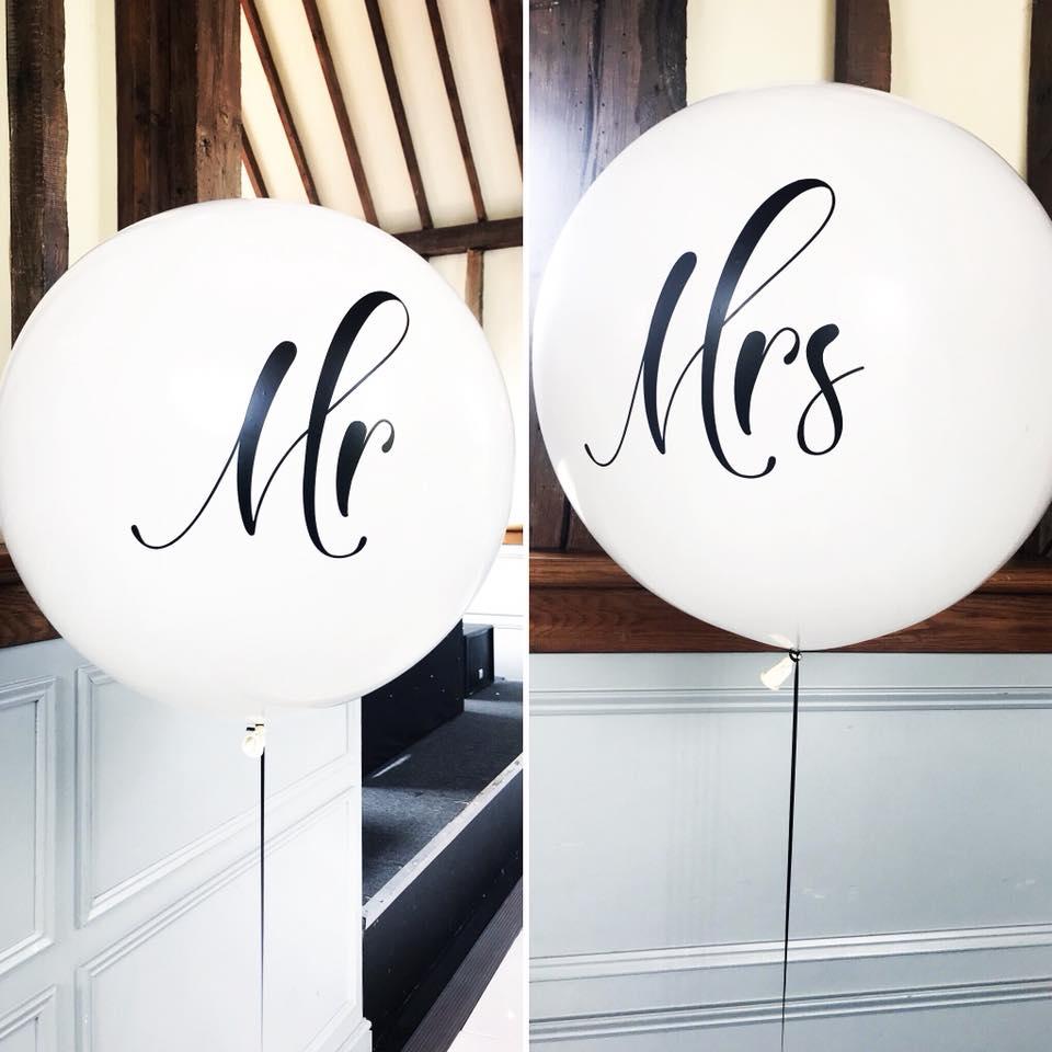 'Mr & Mrs' 3ft Latex Balllons