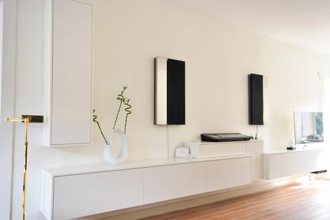 Project realisatie van een kastenwand die een rust en harmonie uitstraalt.