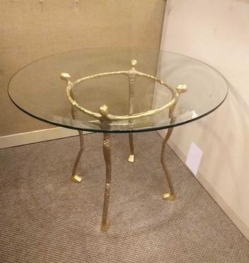 ROUND SCULPTURED TABLE