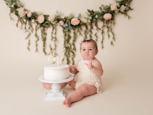 Simple floral cake smash