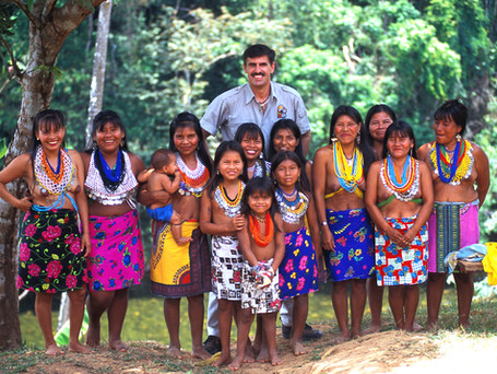 Ron with Wounaan Women and Girls.jpg