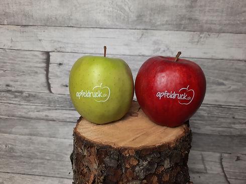 Apfel rot und grün bedruckt mit Logo