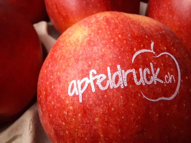 bedruckte Apfel mit Lebensmittelfarbe