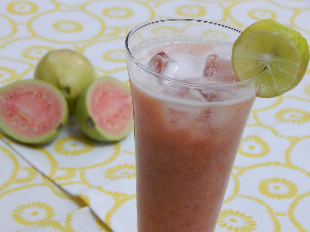 retreat_selva-armonia_fruit-juice-july_2016-guava_costa_rica