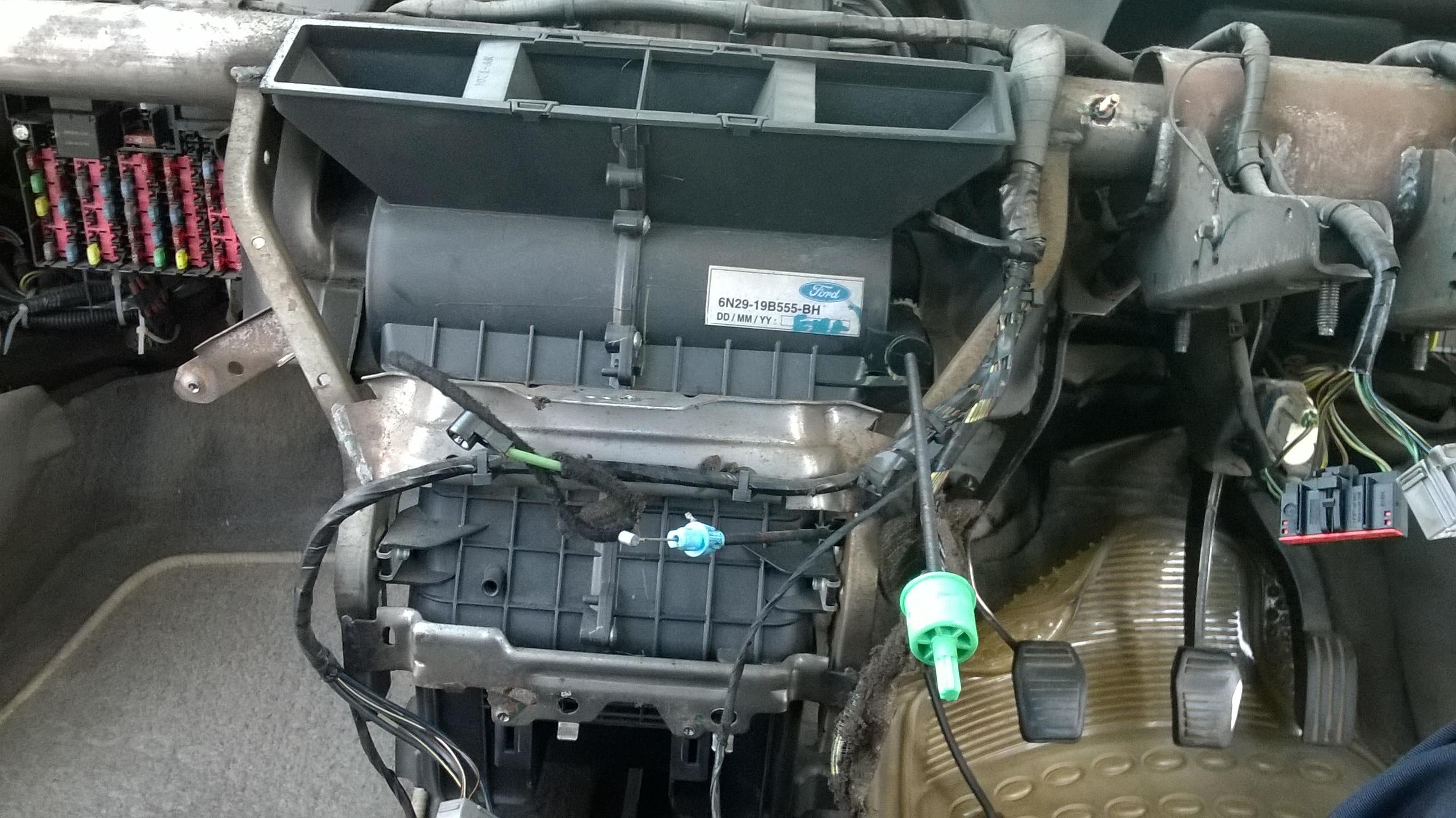 Ford Fiesta AC evaporator replacing (9) - Copy