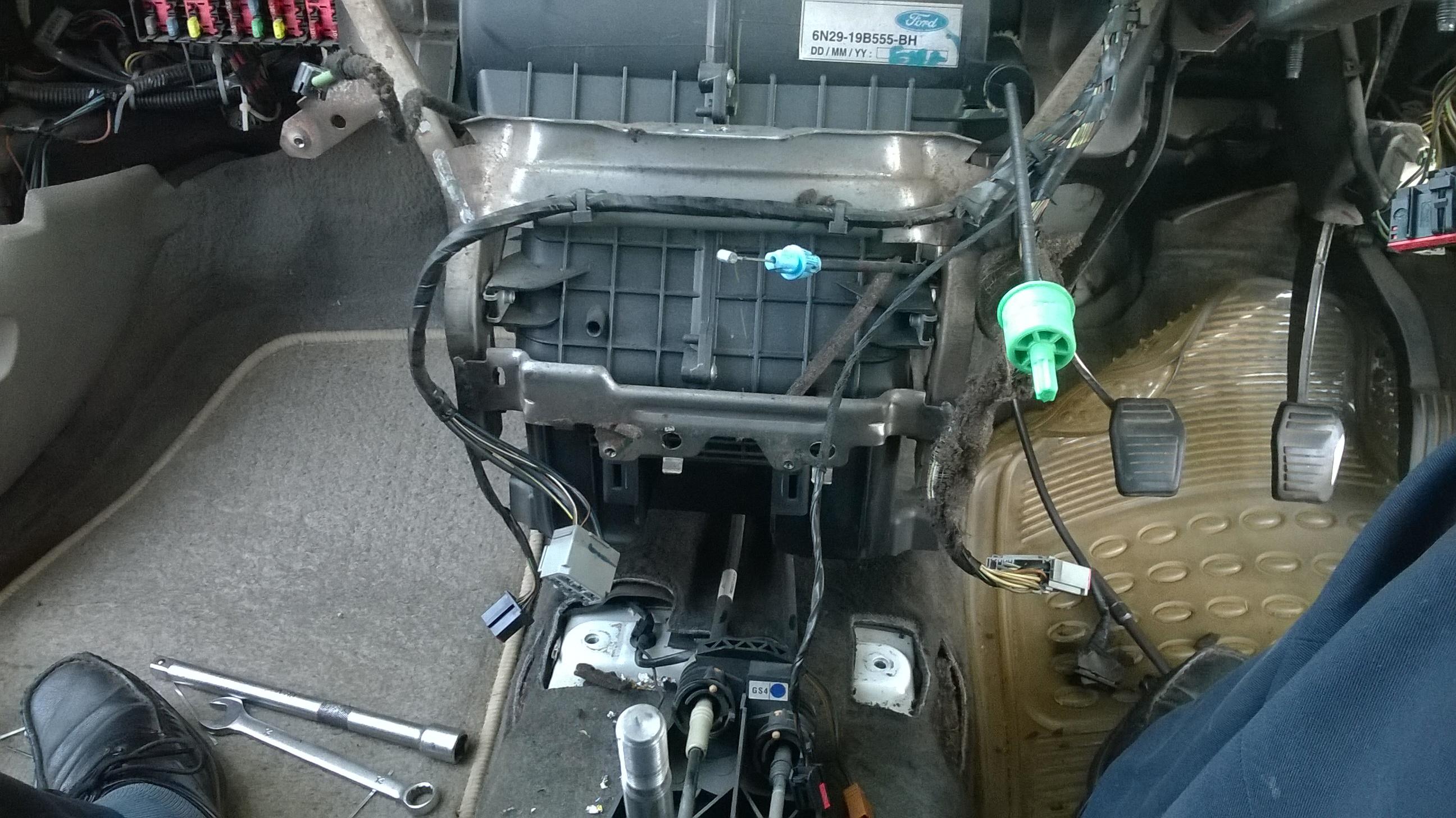 Ford Fiesta AC evaporator replacing (11)