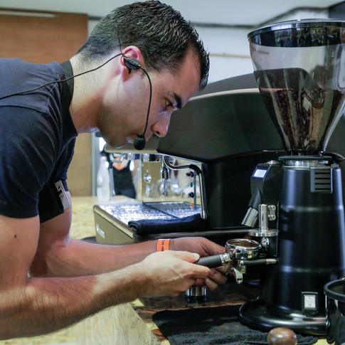 O barista Tiago Costa