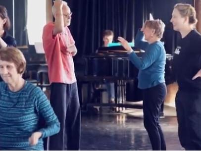 Dança é usada para tratar pacientes com Mal de Parkinson Projeto de dança para pessoas com Parkinson