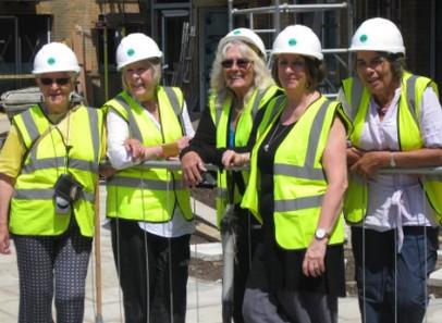 Elas tem entre 50 e 87 anos desenvolveram o  primeiro empreendimentos  apenas para mulheres