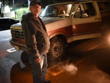 """Uma a cada dez pessoas sem casa dormem em """"Estacionamento Seguro"""" programa lançado em Los Angelis."""