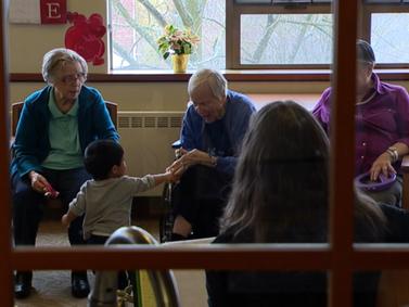 Creche dentro de um lar de idosos? Sim, é um grande sucesso em Seattle.