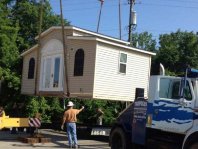 Homem recusa-se a colocar os pais num lar de idosos – em vez disso, ele constrói algo incrível