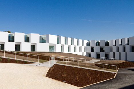 dzn_House-for-elderly-people-by-Aires-Ma