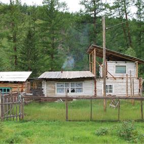 Typiskt_hus_i_bergen_i_Östra_Tuva.jpg