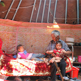 Familjeliv i jurtan.jpg