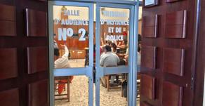 Les robes noires en grève depuis 6 semaines (Réunion 1)