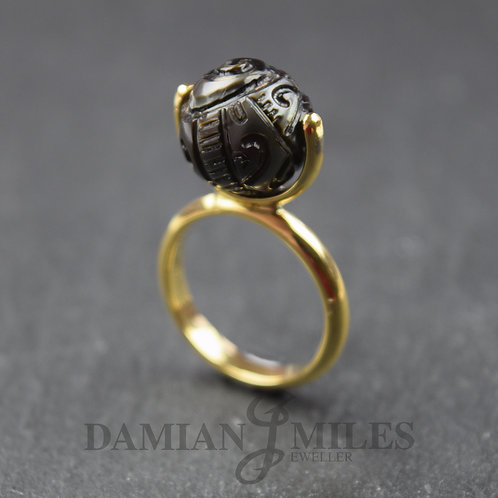 Taurus Ring in 18ct gold and Carved Tahitian Cultured Pearl