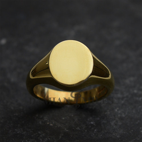 Gents, heavy, oval signet ring in 18ct gold.
