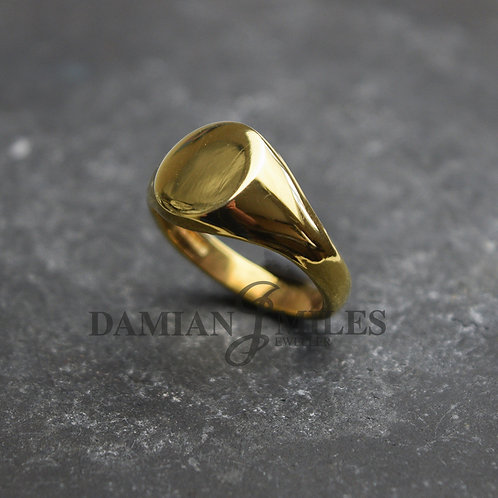 Lady's heavy Oval signet ring in 9ct gold.