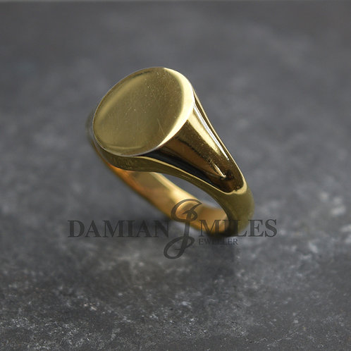 Gents, oval signet ring in 9ct gold.