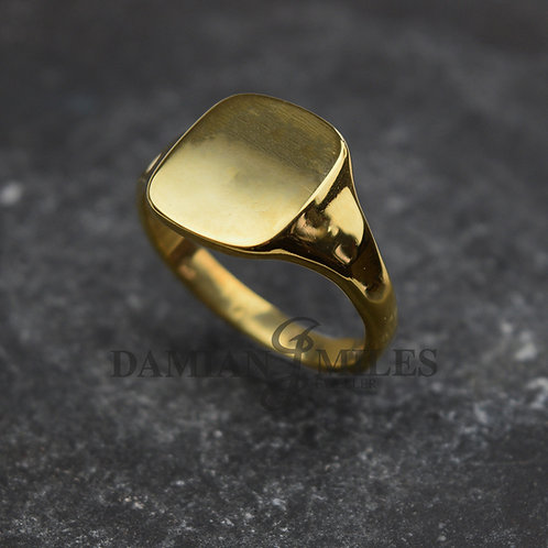 Gents 9ct gold cushion shape signet ring.