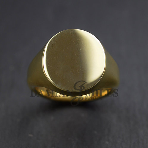 Gents extra large, heavy, oval signet ring in 18ct gold.