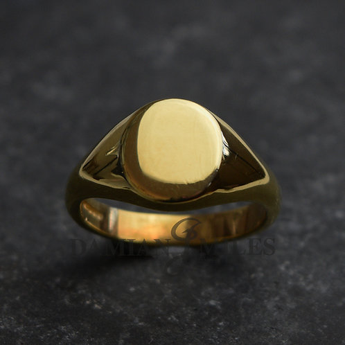 Lady's Oval Signet Ring in 18ct gold
