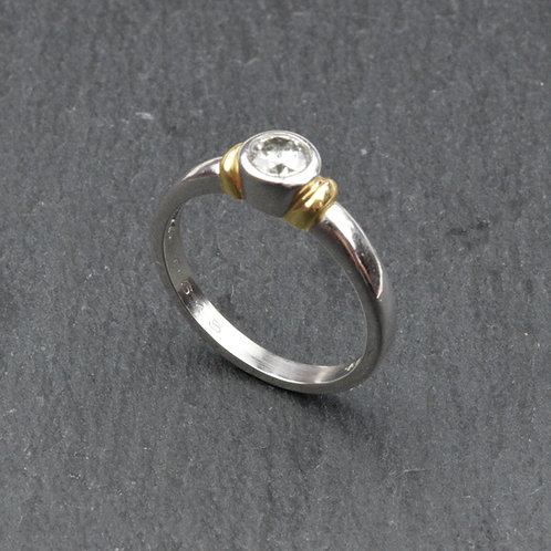 Vintage Single stone Diamond ring in Platinum and 18ct gold.
