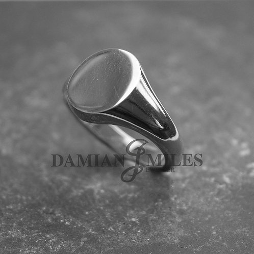Gents, Oval Signet Ring in Sterling Silver.