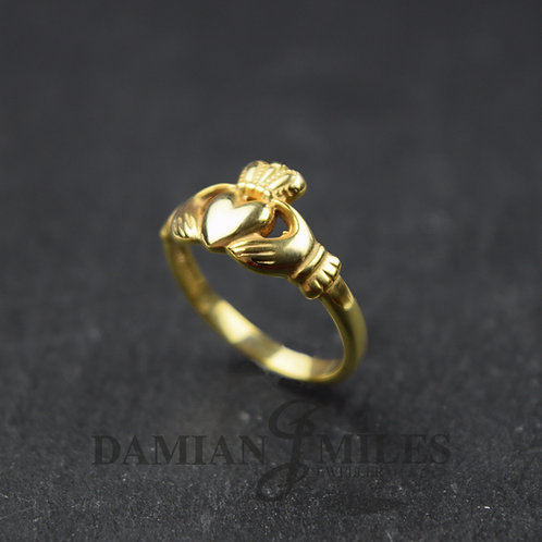 Ladies 9ct gold Claddagh Ring