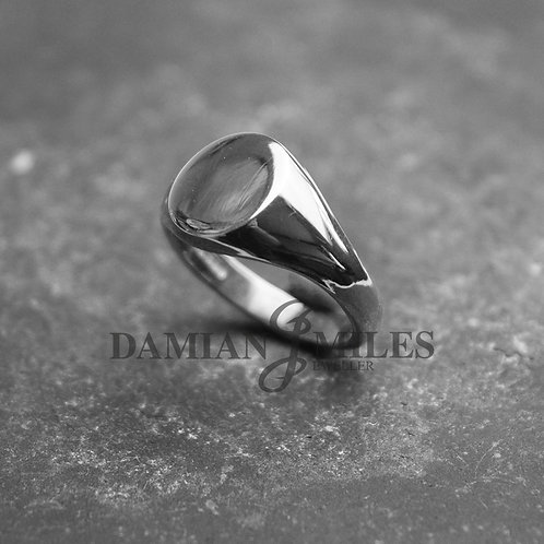 Lady's, heavy, Oval Signet Ring in Sterling Silver.